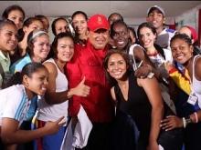 diadelamujer-alopresidente-Fidel Ernesto Vásquez.jpg