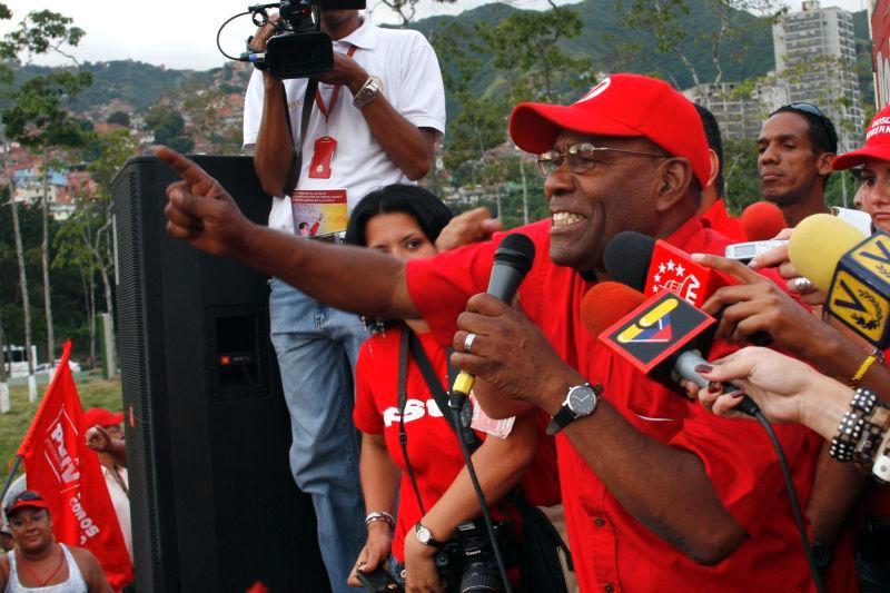 En una concentración Cívico-Militar en el Fuerte Tiuna, el candidato del PSUV Aristóbulo Istúriz manifestó su rechazo a las acciones golpistas conmtra el presidente Chávez.