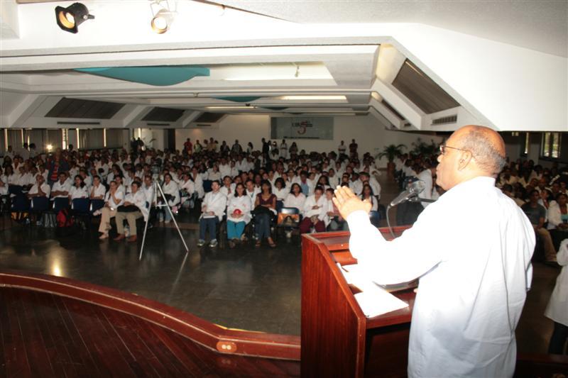 con-estudiantes-de-medicina-fidelvasquez-01.jpg