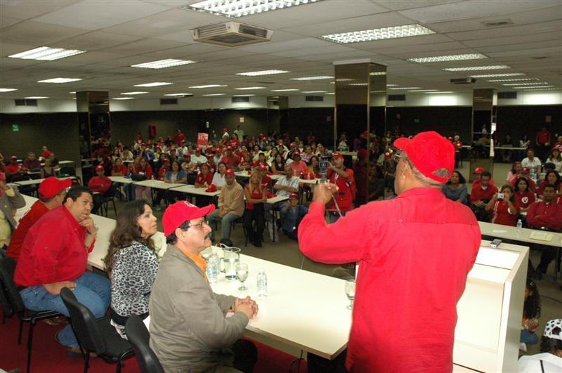 con-lideres-comunitarios-02-fidelvasquez.jpg