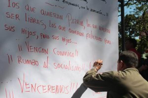 comandante-firmando-fidelvasquez.jpg